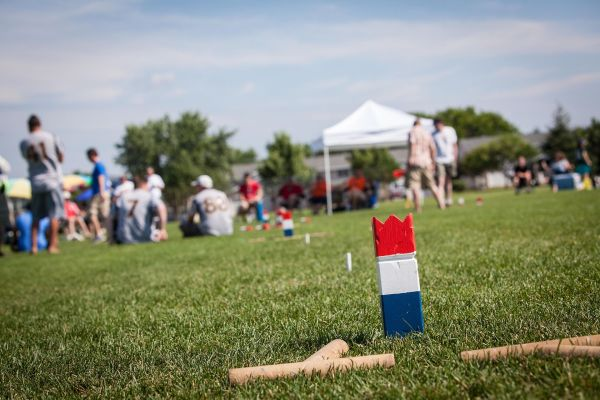 Kubb_King_on_pitch_at_US_Kubb_Nationals_2013